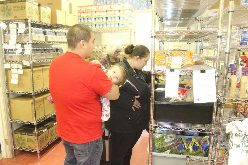 Shopping-style food pantry popular