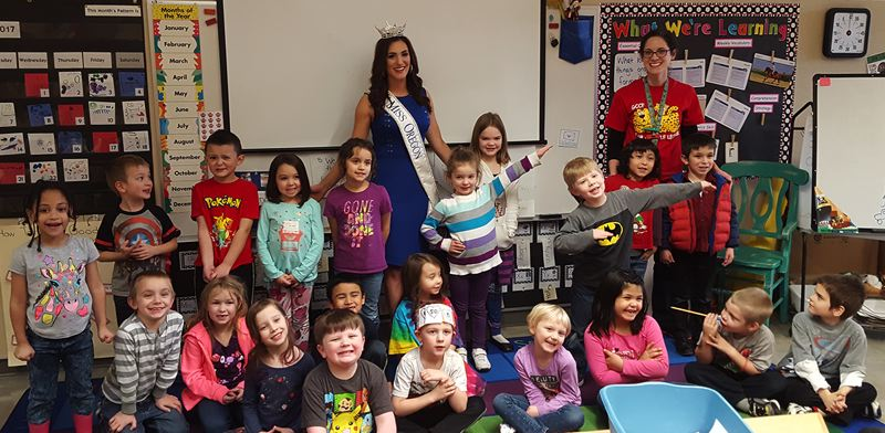 PHOTO COURTESY: LESLIE ROBINETTE - Miss Oregon Alexis Mather visits Gladstone kindergarteners and performs songs from the Disney hit 'Frozen.'