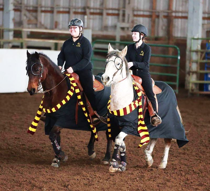 Davis wins keyhole and pole bending for Indians, Lions win freestyle 6+ relay at second Northwest District equestrian meet