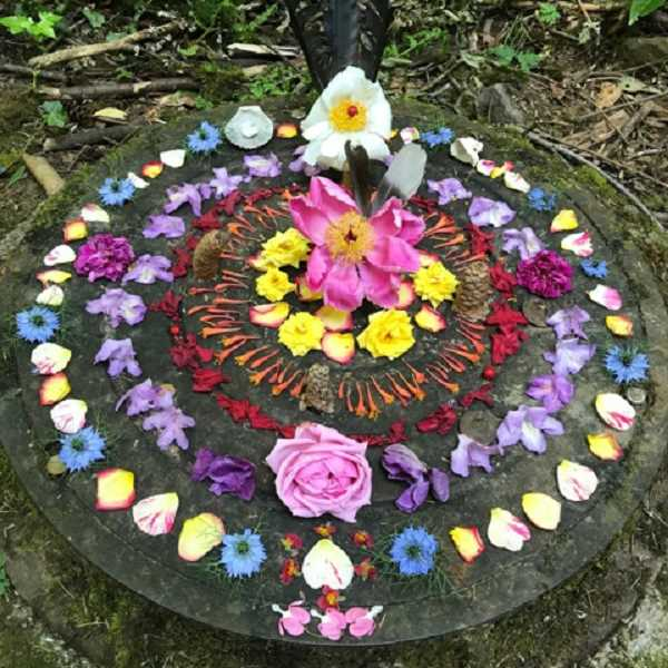COURTESY PHOTO BY DONNA ZERNER - Local outdoors enthusiast and writer Donna Zerner creates colorful mandalas over manhole covers in the Woods Memorial Natural Area, off Southwest 45th Avenue.