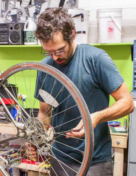 OUTLOOK PHOTO: CHRISTOPHER KEIZUR - Joel Newman, who often helps at the Portland Repair Cafe, works on a broken bike chain.