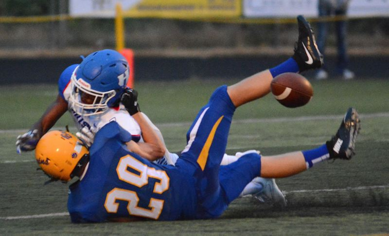 OUTLOOK PHOTO: DAVID BALL - Barlow's Garrett Oetting rips the ball away from Hillsboro's Daekwon Mitchell as Mitchell tried to make a catch on a long throw from quarterback Curran Mitzel during the Bruins' 53-6 win on Friday.