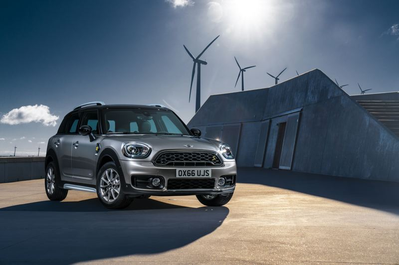 BMW NORTH AMERICA - Don't let it be said Mini doesn't know how to promote the green technology in its 2018 Cooper S E Countryman ALL4 plug-in hybrid