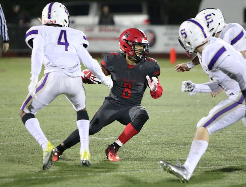 REVIEW/NEWS PHOTO: JIM BESEDA - Oregon City's Zakayas Dennis-Lee (8) rushed for 166 yards and four touchdowns, helping lead Oregon City to a 75-72 win over Sunset in Friday's opening round of the OSAA Class 6A football playoff.