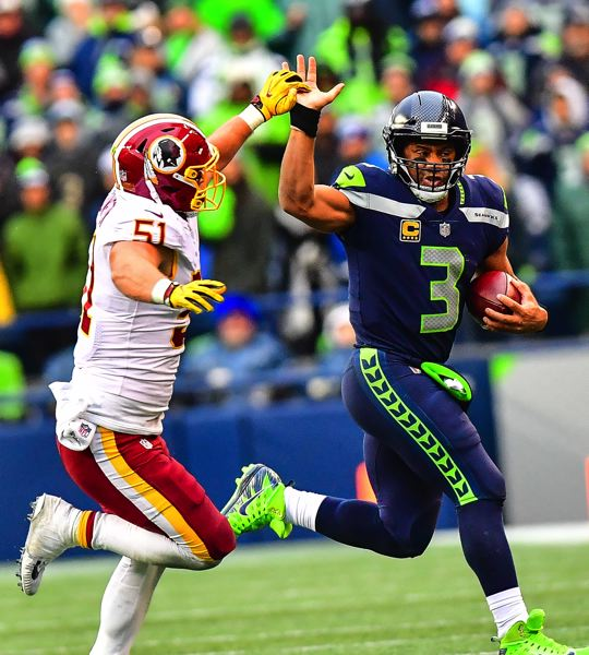 MICHAEL WORKMAN PHOTO - Seahawks QB Russell Wilson tries to fend off Redskins linebacker Will Compton.