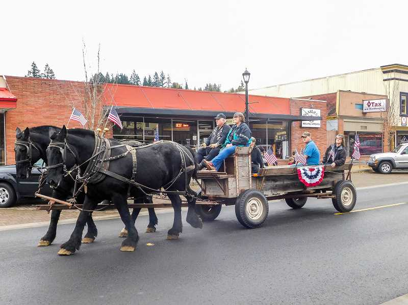 ESTACADA NEWS PHOTO: EMILY LINDSTRAND - Both humans and animals showed support for veterans during the annual parade on Saturday, Nov. 11.