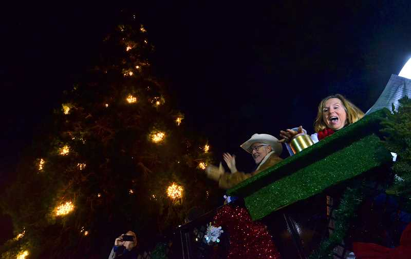 Lake Oswego City Councilor Jackie Manz leads the count down to light the tree.