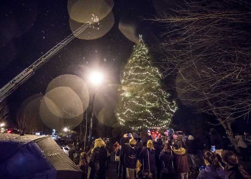 TIMES PHOTO: JONANTHAN HOUSE - Santa Claus waves to the crowd as he lights the Tigard Holiday Tree.