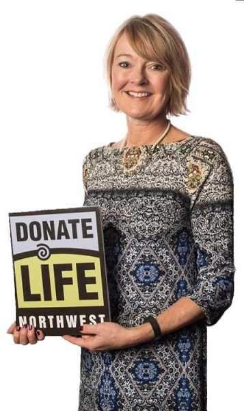 SUBMITTED PHOTOS  - Beth Oliphant Hoover of Lake Oswego was the keynote speaker at the Donate Life Northwest Lifesavers Breakfast, the areas largest gathering of organ, eye and tissue donation supporters.