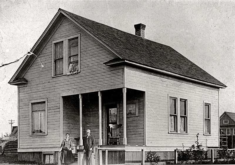 COURTESY OF SMILE HISTORY COMMITTEE - The Rev. Thomas J. Elkin, and his wife Dessie, shown in front of their house at 1560 S.E. Tenino (then numbered 626 Tenino) around 1908. The Elkin family lived in the home from 1906 until at least 1936