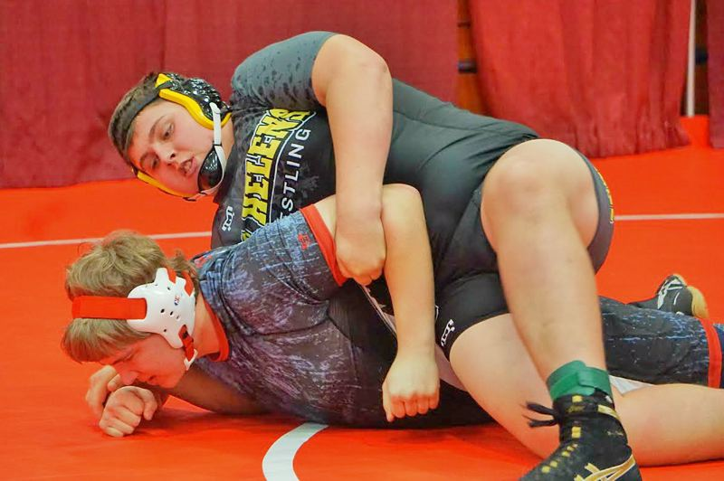 PHOTO CREDIT: AMY GADBOIS - Lions senior Caleb Carter pinned Seaside senior Will Kautz in the first round of his third-place heavyweight run.