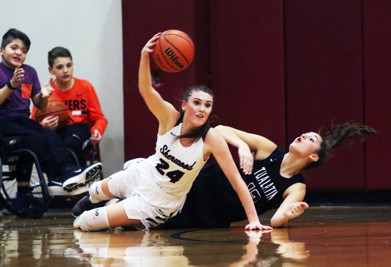 DAN BROOD - Sherwood junior Aubrie Emmons takes control of a loose ball during Tuesday's game with Tualatin. Emmons scored 19 points in the contest.
