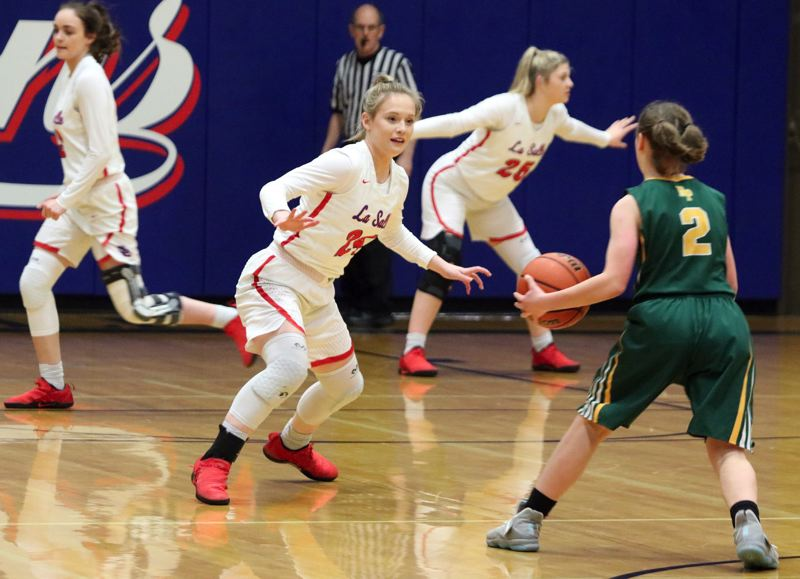 REVIEW/NEWS PHOTO: JIM BESEDA - La Salle Prep's Lyndsay Riehl sets up defensivley as Putnam's Mimi Booth (2) looks to initiate the Lady Kingsmen's offense in the first quarter of Tuesday's Northwest Oregon Conference game.