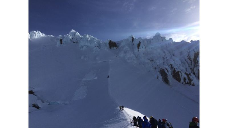 Climber rescued, others stranded on Oregon's Mount Hood