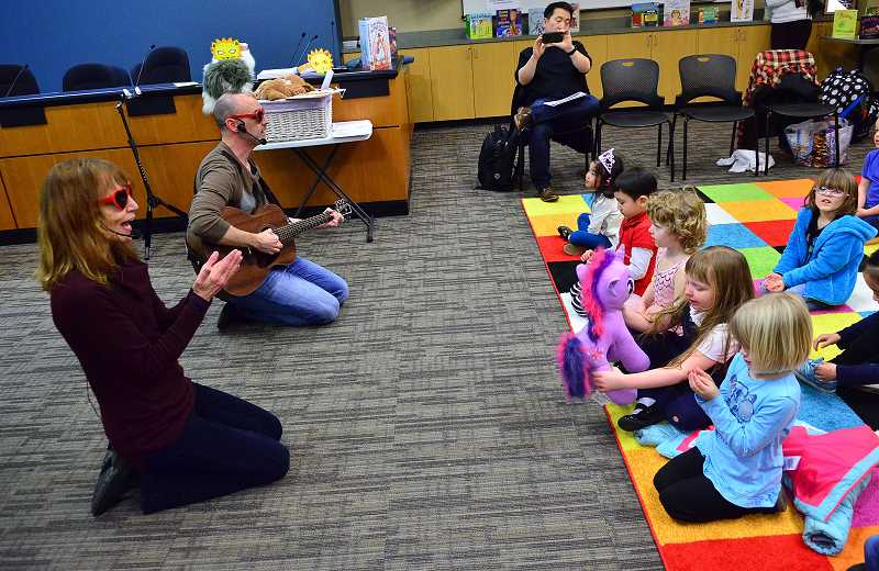 Sheila Shapiro and Brad Clark entertain the kids with songs.