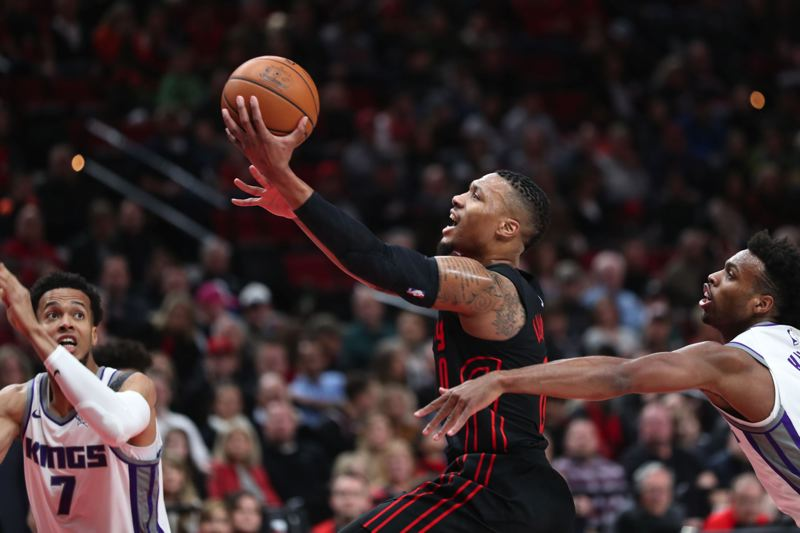 TRIBUNE PHOTO: JAIME VALDEZ - Portland's Damian Lillard goes to the basket against Sacramento.