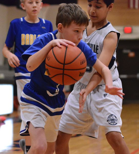 OUTLOOK PHOTO: DAVID BALL - Barlows Breyden Read drives the baseline past a Wilsonville defender during the Bruins 39-26 pool-play win Sunday.