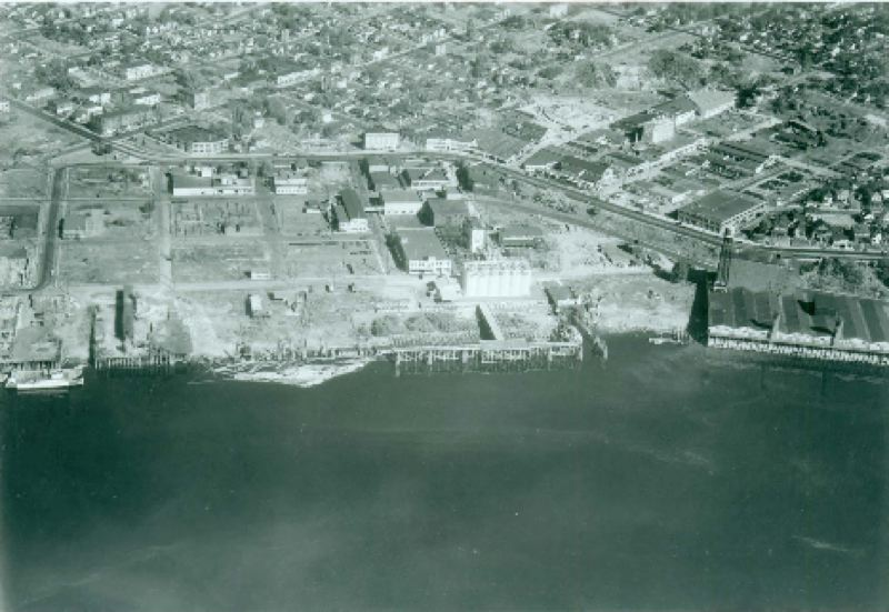COURTESY: PORTLAND BUREAU OF ENVIRONMENTAL SERVICES  - The first grain docks were built in Albina in the 1890s. This shows the Albina waterfront back in 1935. That stretch is now dubbed River Mile 11E in the Portland Harbor Superfund project.