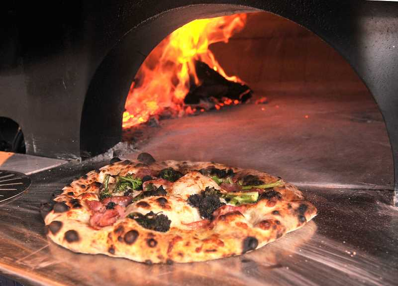 Pizzeria sul Lago will offer wood-fired pizzas of all kinds, plus pastas, salads and desserts.