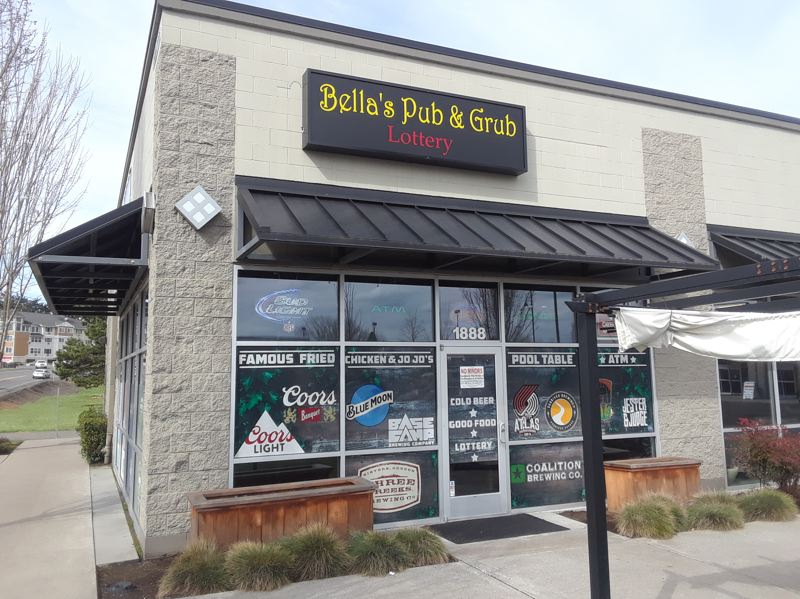 OUTLOOK PHOTO: SHANNON O. WELLS - Bellas Pub & Grub recently took the place of The Lucky Pint at 1888 N.W. Fairview Drive.