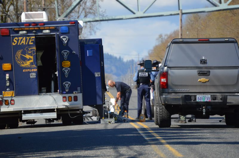 Bomb scare closes Longview bridge for 4 hours