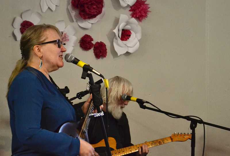 ESTACADA NEWS PHOTO: BRITTANY ALLEN - Local musical group Rick & Barb played during Estacada Chamber of Commerces Spring Gala.