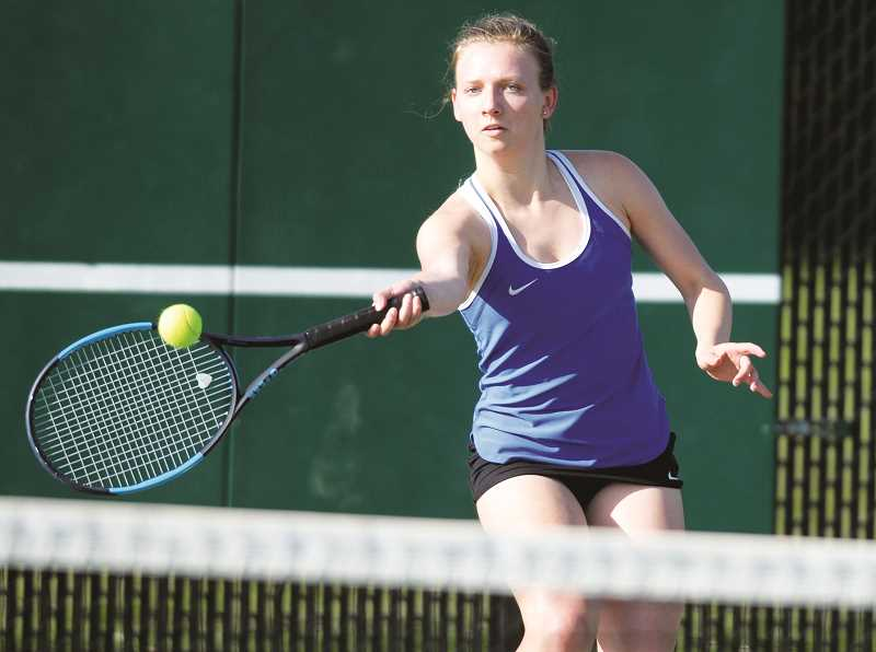 SETH GORDON - Arianna Kern lines up a shot during her 6-1, 6-4 loss at No. 3 singles versus Wilsonville April 24.