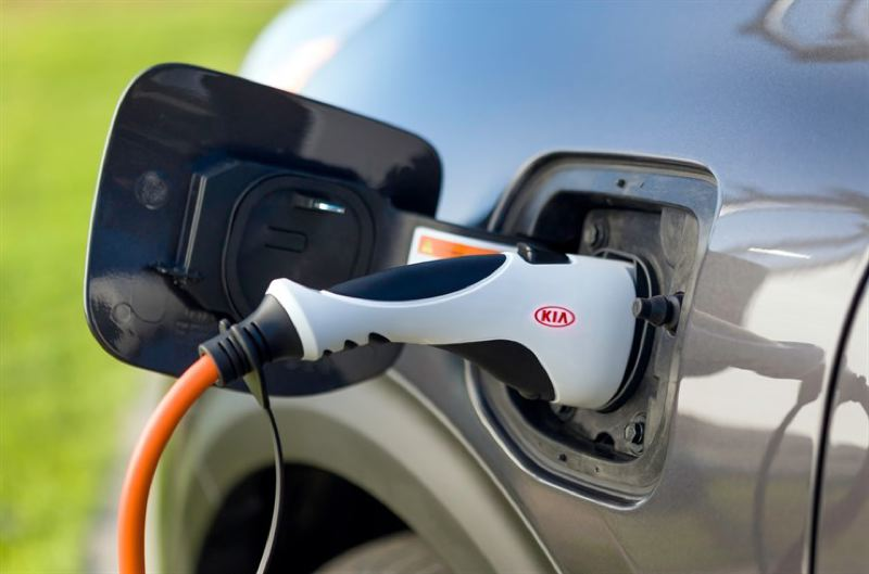 KIA MOTORS AMERICA - A full charge gives the 2018 Kia Niro PHEV up to 26 miles of range on electricity alone before switching over to conventional hybrid power.