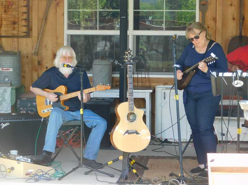 ESTACADA NEWS PHOTO: EMILY LINDSTRAND - Rick, Barb & Friends provide live music during the opening day of the 2018 Estacada Farmers Market.