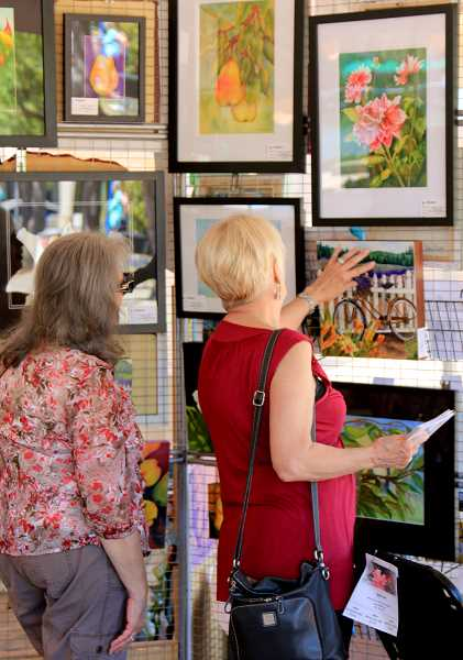 COURTESY OF TUALATIN PARKS AND RECREATION DEPARTMENT - Crowds look at a variety of impressive artwork at a previous ArtSplash event. This years event is set for July 13-15.