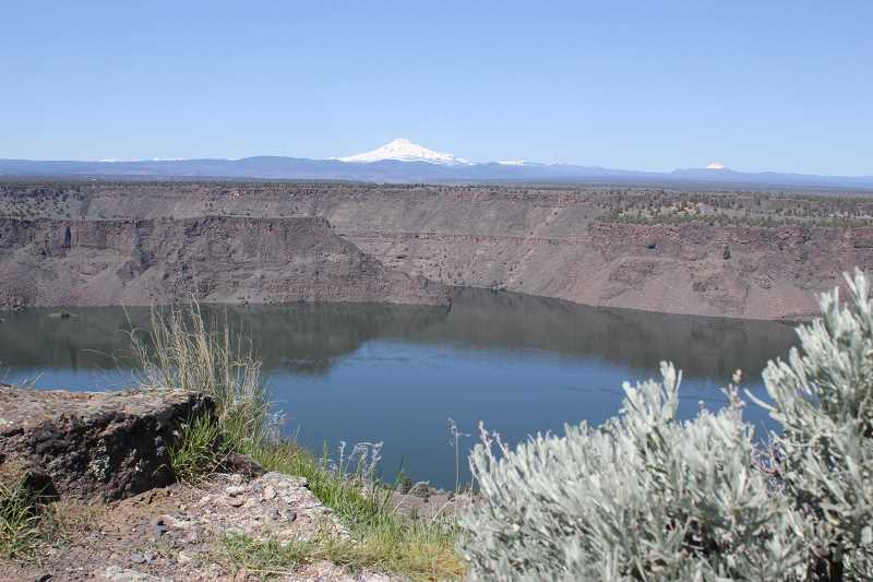 HOLLY M. GILL - Harmful algae has been detected in all three arms of Lake Billy Chinook, prompting an expanded warning from the Oregon Health Authority.