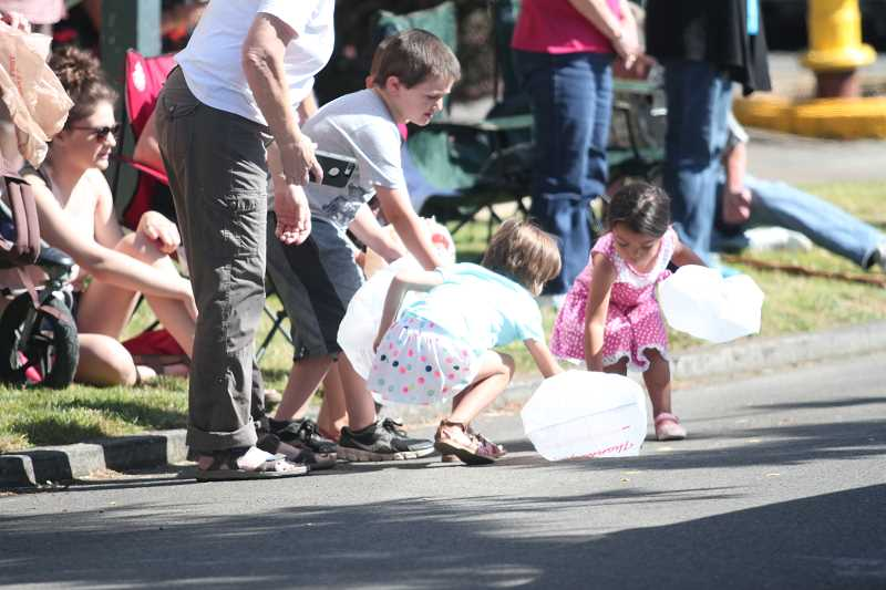 INDEPENDENT FILE PHOTO - Kids grab for candy during last year's Hop Festival parade.