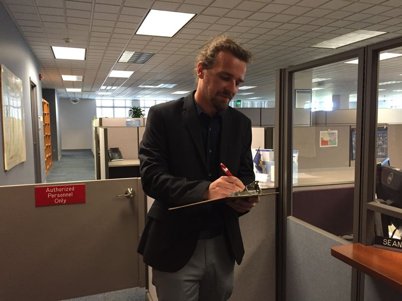 PARIS ACHEN/CAPITAL BUREAU - Alex DiBlasi, Pacific Green nominee for governor, withdraws his candidacy, and registers as a member of the Independent Party of Oregon during a visit to the Oregon secretary of state's office in Salem Friday, July 20.