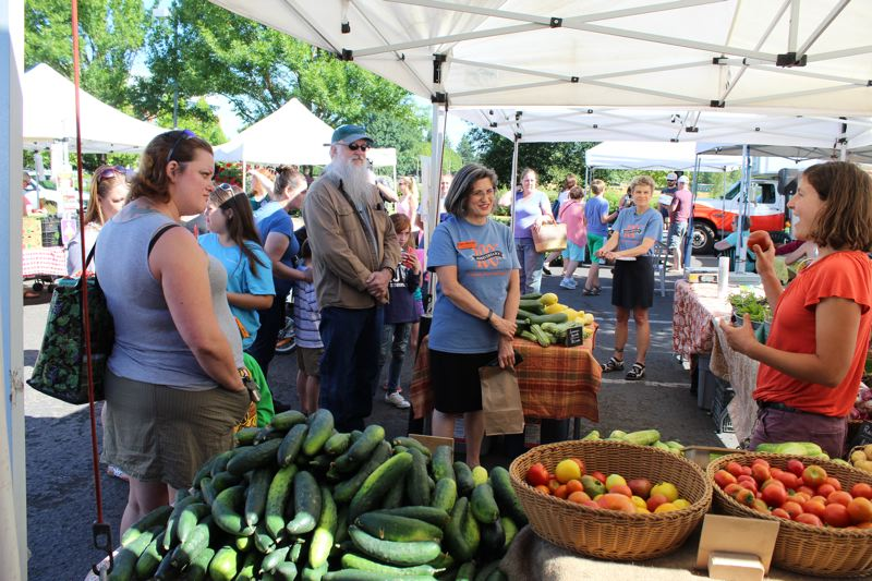 PHOTO BY: KIMBERLY JACOBSEN NELSON - Melissa Streng, of Sun Love Farm in Oregon City, shares produce tips during the Know Your Farmer Know Your Food tour that takes place the second Saturday of the month at the Oregon City Farmers Market.