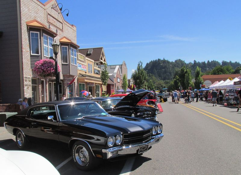 Pamplin Media Group Classic Cars Cruise To Downtown Troutdale - Classic car cruise