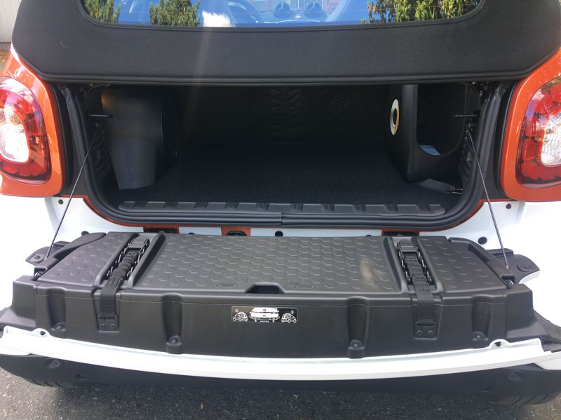 PORTLAND TRIBUNE: JEFF ZURSCHMEIDE - A few small valuable can be safely secured in their cargo space in the 2018 smart fortwo electric drive cabrio.