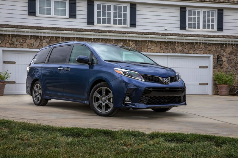TOYOTA MOTOR CORPORATION - The exterior styling of the 2018 Toyota Sienna is clean and marked by the large corporate front grill that gives it an aggressive look.