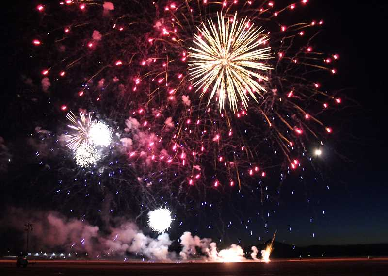 HOLLY M. GILL/MADRAS PIONEER - Pacific Power sponsored the Friday night fireworks this year. The spectacular display had the crowd oohing and aahing.