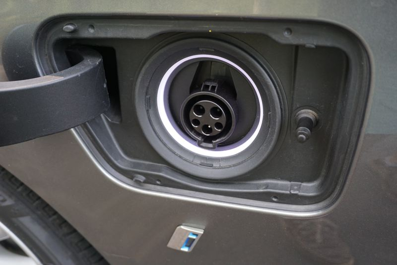 PORTLAND TRIBUNE: JEFF ZURSCHMEIDE - The BMW 740e uses a standard Level 1 or Level 2 charging port, and can fully charge its battery in under 3 hours with a Level 2 charger.