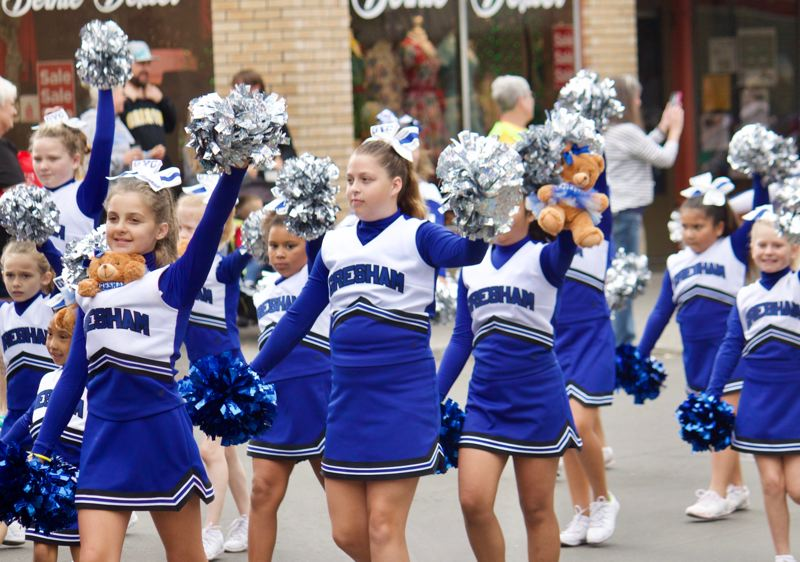 OUTLOOK PHOTO: CHRISTOPHER KEIZUR - The Gresham cheerleaders had their own bears with them during the parade.