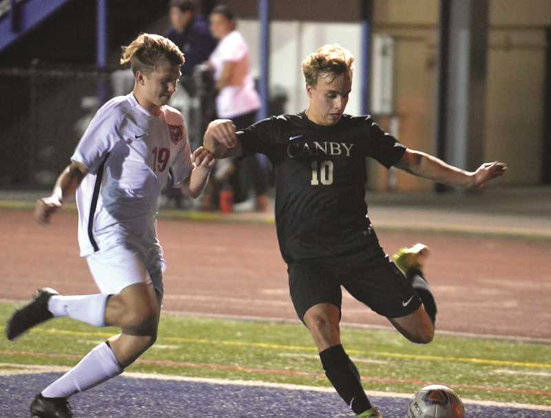 HERALD PHOTO: TANNER RUSS - Senior Thijs Pepperkamp had two assists in the 6-2 win over the McMinnville Grizzlies.