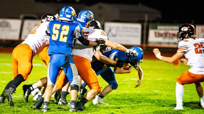 LON AUSTIN/CENTRAL OREGONIAN - Clayton Berman carries the ball for a short gain against Gladstone.