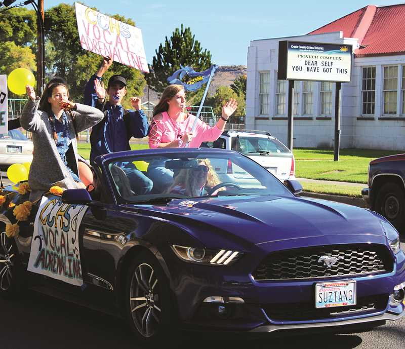 HOLLY SCHOLZ/CENTRAL OREGONIAN  - Vocal students add to the noise.