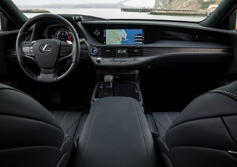 LEXUS USA - The 2018 Lexus LS 500h has all the comfort, informtation and luxury features anyone could possible want in a full-size sedan.