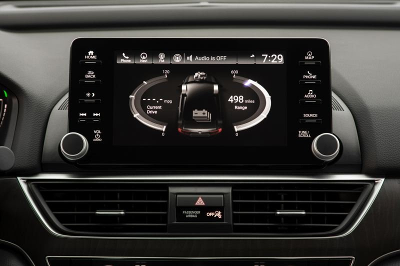 HONDA NORTH AMERICA - The large display screen in the 2019 Honda Accord Hybrid is easy to use and can be customized to feature  the apps chosen by the driver on its home page.