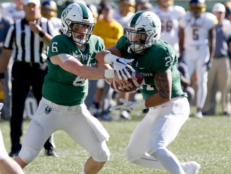 TRIBUNE PHOTO: JONATHAN HOUSE - Portland State quarterback Davis Alexander (left) and running back Carlos Martin execute a play.