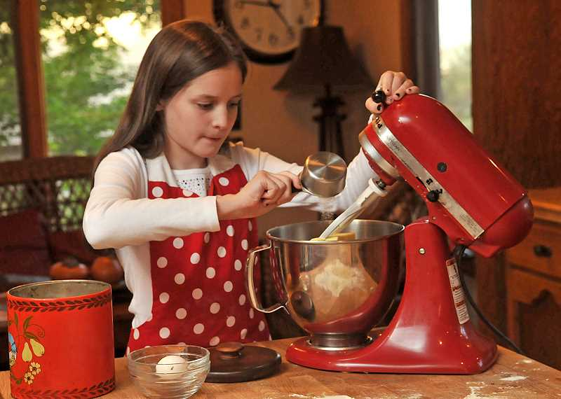TIDINGS PHOTO: VERN UYETAKE  - Violet Gowdy bakes cookies from scratch.