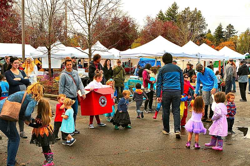 DAVID F. ASHTON - On the last day of their season, there's a good turnout at the Woodstock Farmers Market.