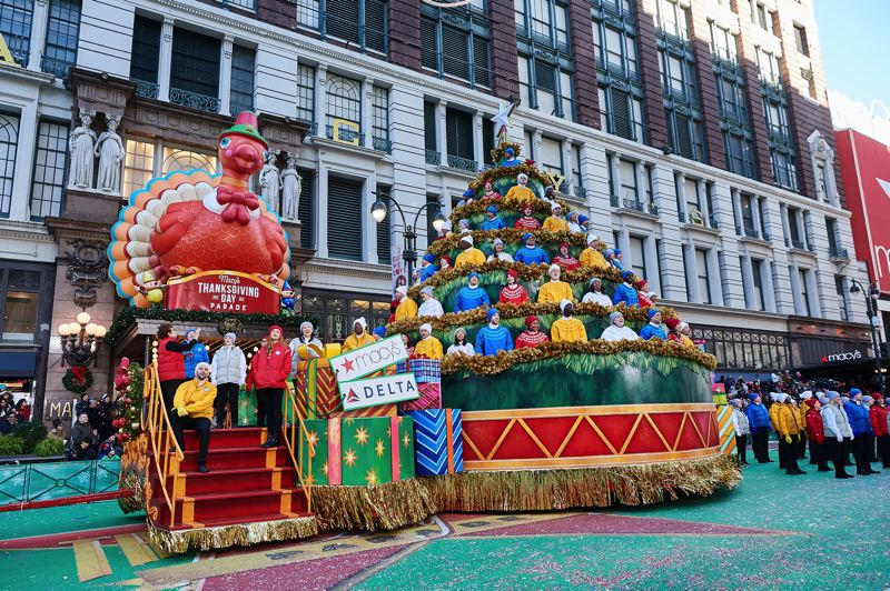 Macys Christmas Tree.Pamplin Media Group Local Singers Part Of Macy S Parade