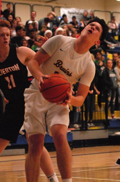 OUTLOOK PHOTO: DAVID BALL - Barlows Dominic Jacoby prepares to go to the rim ahead of Beaverton defender John Oleson.